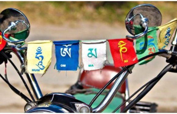 बौद्ध ध्वजः सिर्फ बाइक पर ही लगाते हैं या इनका महत्व भी पता है?