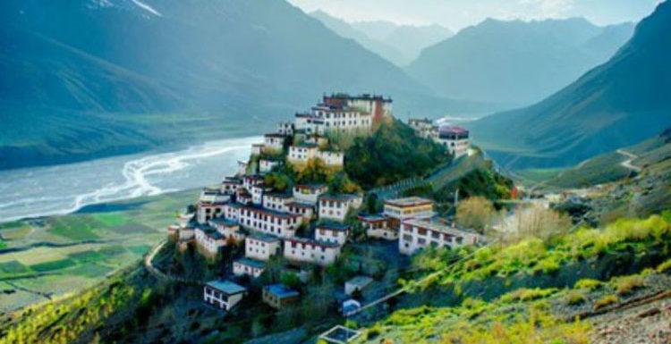 10 हजार रुपये में घूमिए भारत की ये जन्नत जैसी जगहें