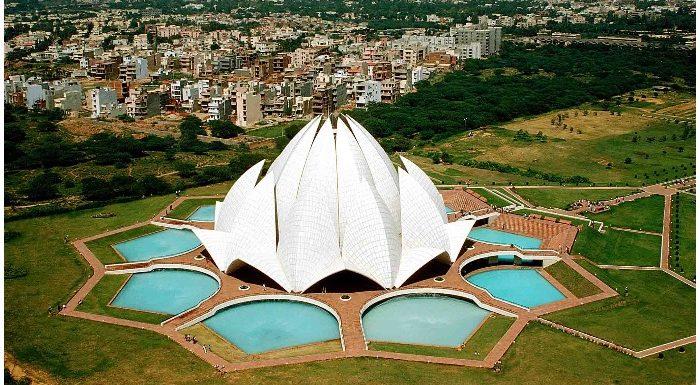 20वीं सदी का 'ताजमहल' कहलाता है दिल्ली का ये लोटस टेम्पल