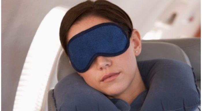 एयरोप्लेन में कैसे लें अच्छी नींद? इन TIPS को करें फॉलो