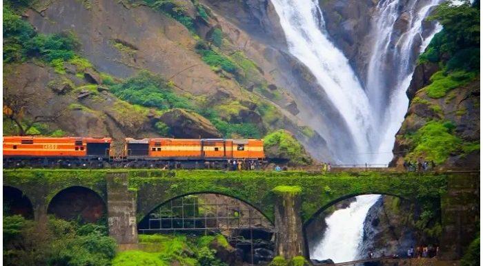 Dudhsagar Water Falls: कुदरत के इस नगीने को देखने कैसे जाएं