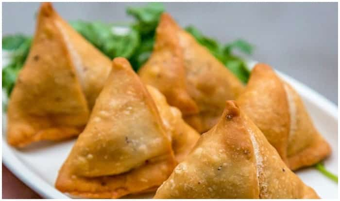 Best Samosa is available at these 12 places of Delhi