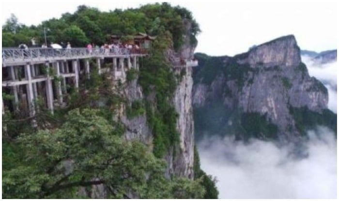 The door to heaven is in Tianmen Mountain of Chin