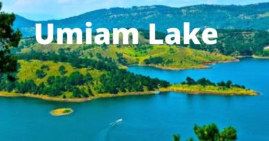 Umiam Lake - उमियम झील मेघालय की सबसे बड़ी कृत्रिम झीलों में से एक है जो शिलांग से लगभग 15 किमी दूर स्थित है. इसे ज्यादा आसानी से बारा पानी